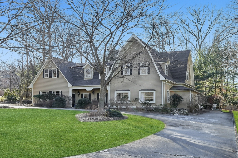 12 W Church Road, Saddle River, NJ, 07458 United States