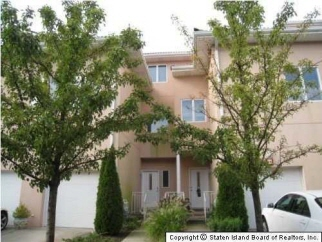 24 Harbour Ct, Staten Island, NY, United States